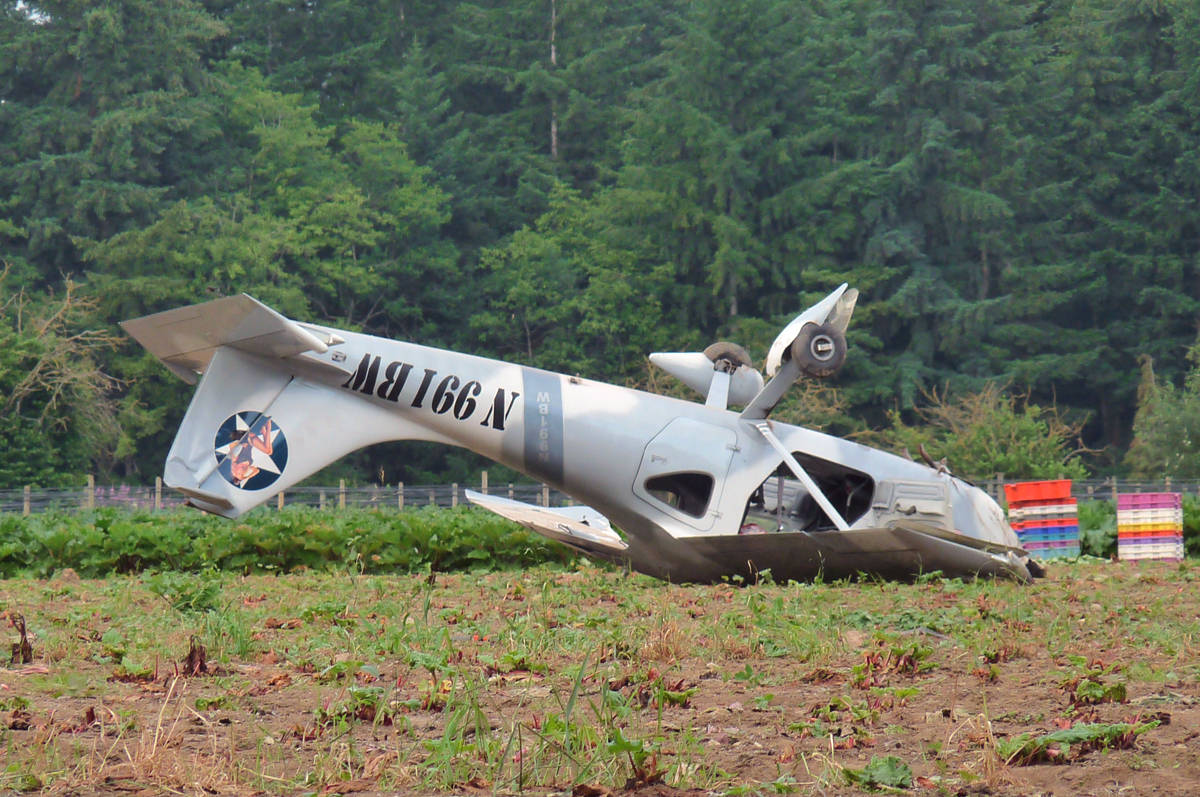 VIDEO: Plane crashes in Langley farm field (updated) – Surrey Now-Leader