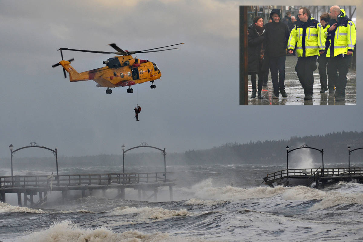 VIDEO: White Rock pier destroyed by storm, stranded man rescued ...