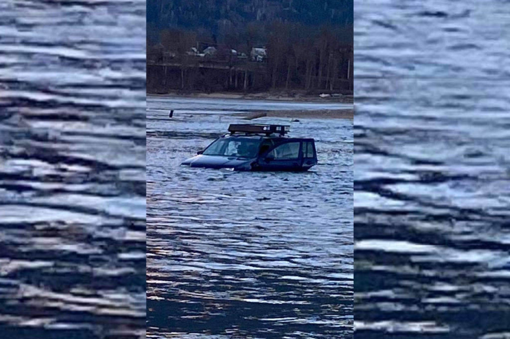 """""""I just sank a car': Revelstoke resident tries to save vehicle from the Columbia River - Surrey Now-Leader"""