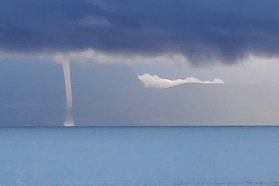 VIDEO: Waterspout spotted off east coast of Vancouver Island - Surrey Now-Leader