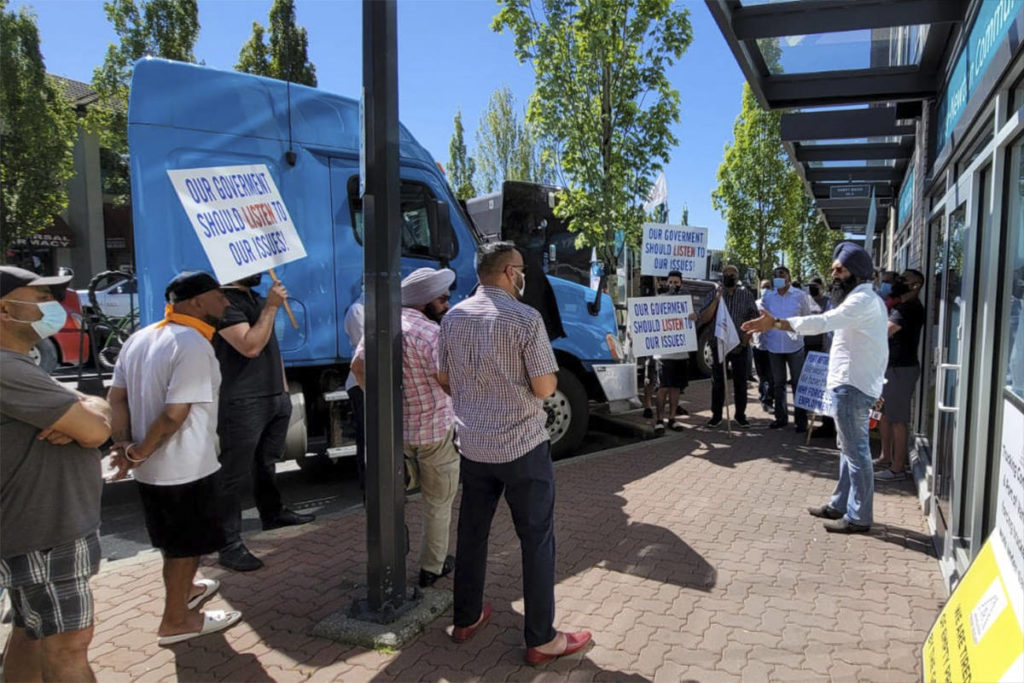 Protesting truckers park outside Labour Minister's Surrey office; daily rallies promised - Surrey Now-Leader
